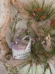 Μπομπονιέρα. Μπομπονιέρα Γάμου κουτί, μεταλλικό λεβάντα με δαντέλα λιλά και σατέν λουλουδάκι.