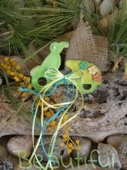 Μπομπονιέρα για αγόρι. Μπομπονιέρα βάπτισης αγόρι ποδηλατάκι, ξύλινο λαχανί-κίτρινο με διακοσμητικά ξύλινα κουμπάκια και κορδελίτσες χειροποίητο.